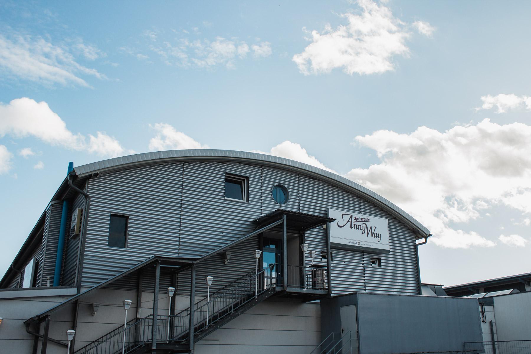 Sportcafe AnnyWay von außen Gebäude